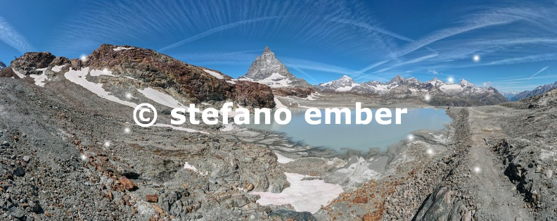 Landscape_with_mount_Matterhorn_at_Trockener_Steg_over_Zermatt_on_the_Swiss_alps.jpg
