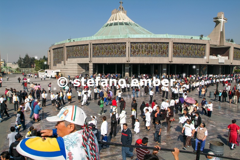 Basilica_of_Our_Lady_of_Guadalupe_at_Mexico_City.jpg