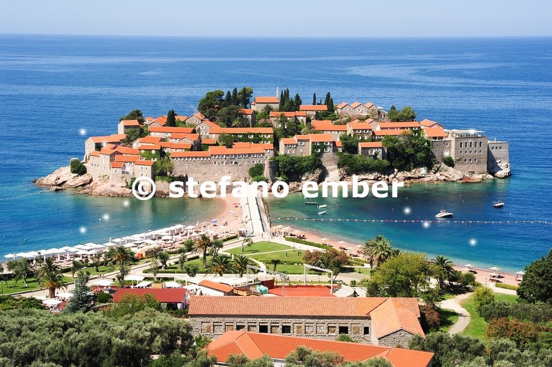 The_village_of_Sveti_Stefan.jpg