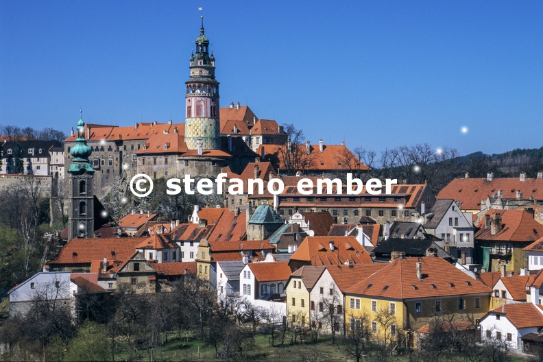 View_to_church_and_castle_in_Cesky_Krumlov.jpg